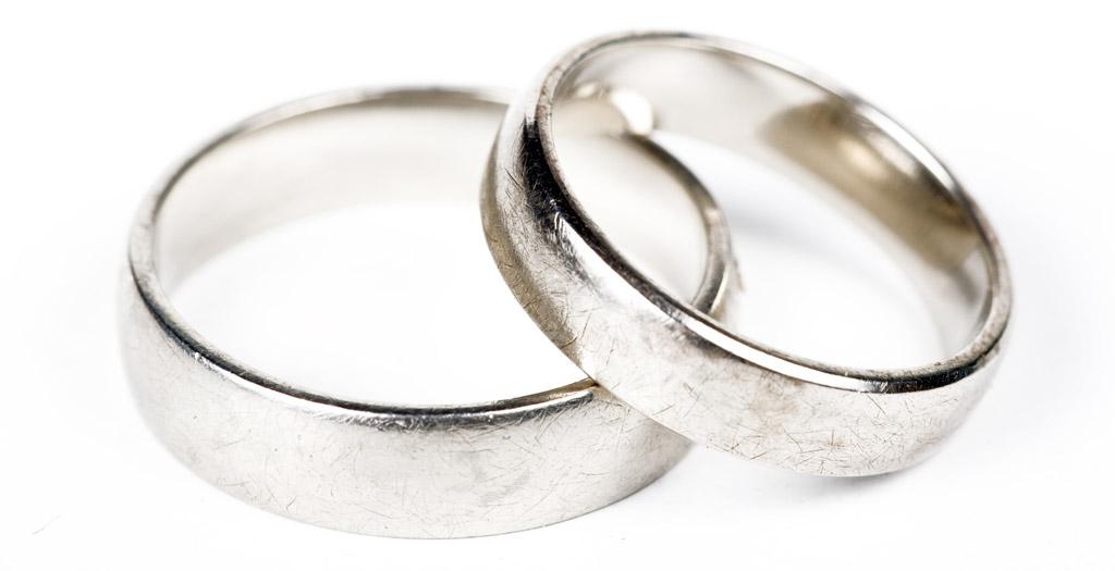 Eheringe weißgold schlicht  Günstige Verlobungsringe, hier entdecken und Antrag silvoll abrunden